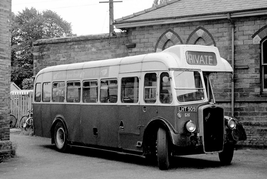 Photo of Hedingham vehicle LHT 909